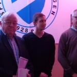 Der Kreisehrenamtsbeauftragte Jakob Kremers, Jonas Lau und Millingens Vorsitzender Ulrich Glanz